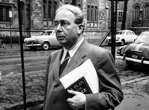 Leo Szilard at the University of Chicago in 1954. Source.
