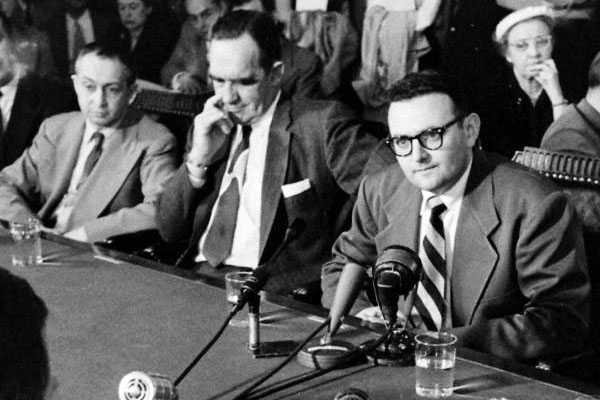 David Greenglass (in glasses), conducting some sort of testimony or press conference. Harry Gold is two seats to his right. Source: Google LIFE images.