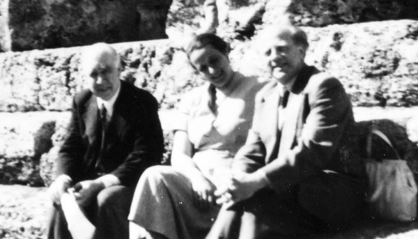 Bohr with Elisabeth and Werner Heisenberg in Athens, Greece, 1956. Source: Emilio Segrè Visual Archives, Niels Bohr Library, American Institute of Physics.