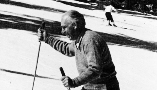 Bohr skiing at Los Alamos, January 1945, seemingly without a care in the world. Source: Emilio Segrè Visual Archives, Niels Bohr Library, American Institute of Physics.