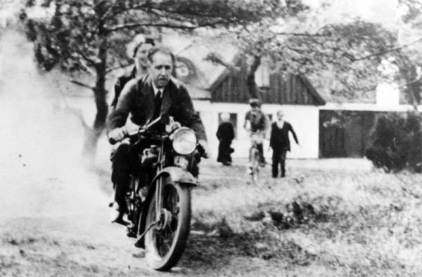 Niels and Margrethe Bohr, on the motorcycle of George Gamow, 1930. Source: Emilio Segrè Visual Archives, American Institute of Physics.